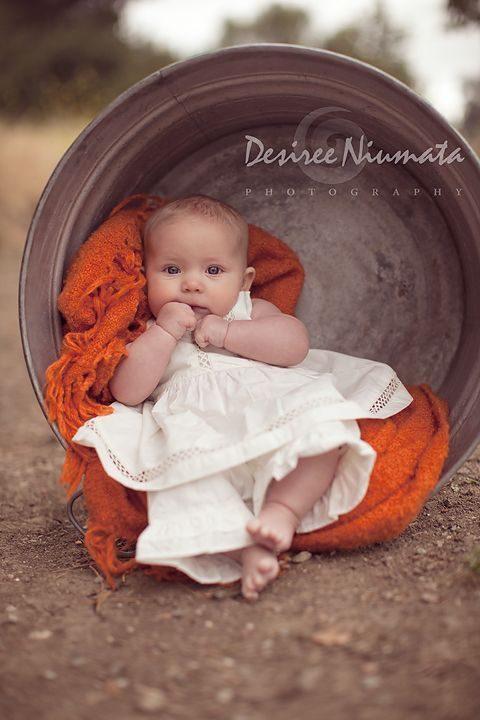 عکس نوزاد دختر بامزه و چشم آبی