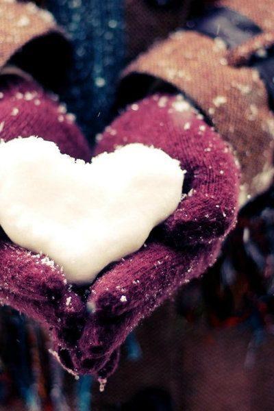 عکس قلب برفی در دست