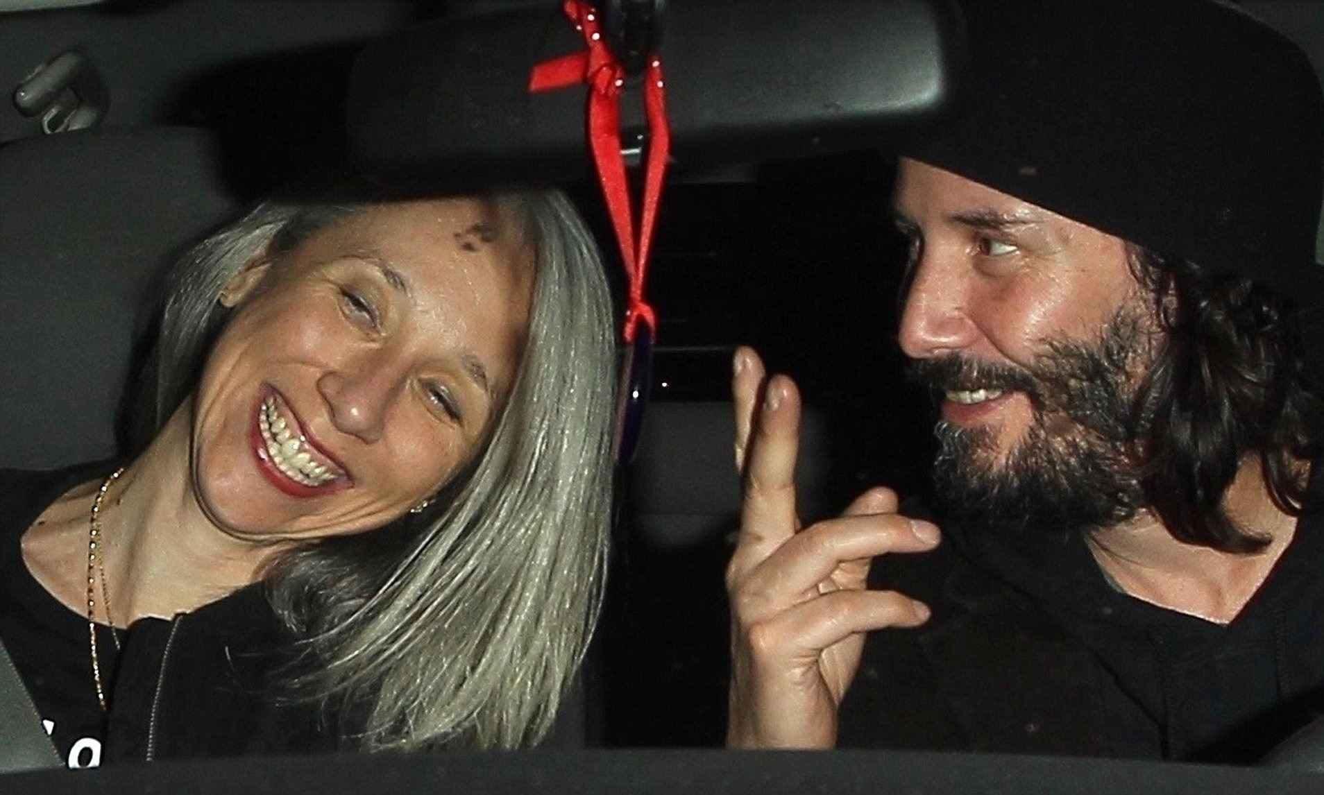عکس کیانو ریوز و دوست دخترش در ماشین