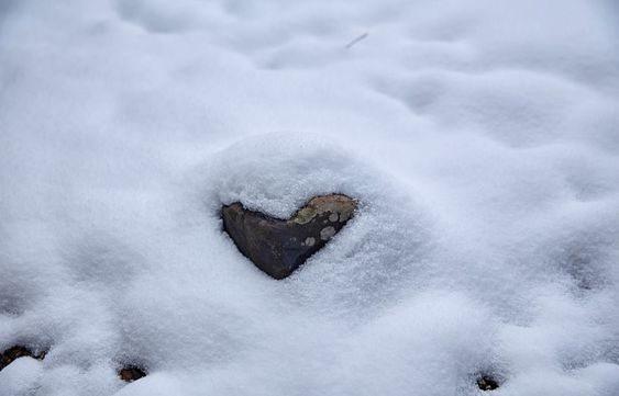عکس قلب برفی برای پروفایل زمستانی عاشقانه