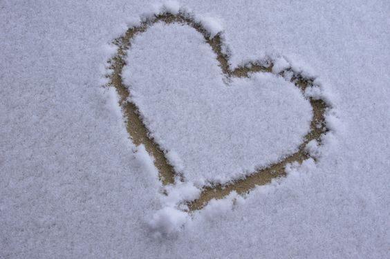عکس قلب برفی زیبا روی برف