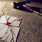 عکس قلب شکسته با چکش
