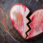 عکس قلب شکسته چوبی