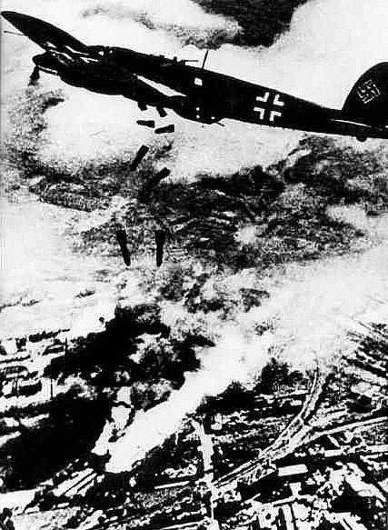 تصویری از حمله آلمان به ورشو در جنگ جهانی دوم
