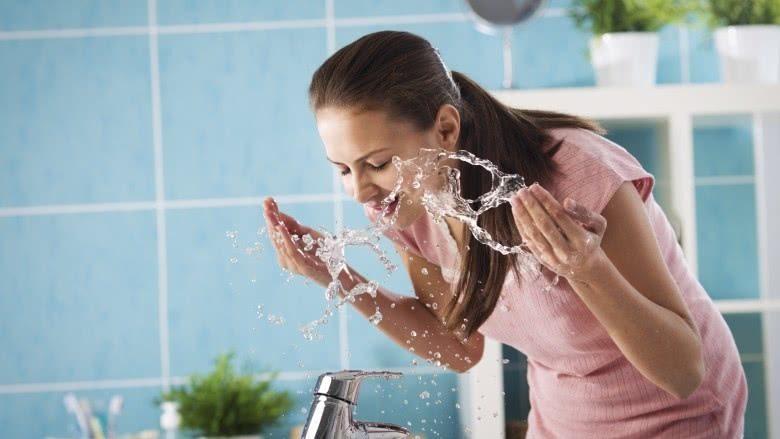 کارهایی که برای حفظ سلامت پوست نباید انجام داد: شستن زیاد صورت