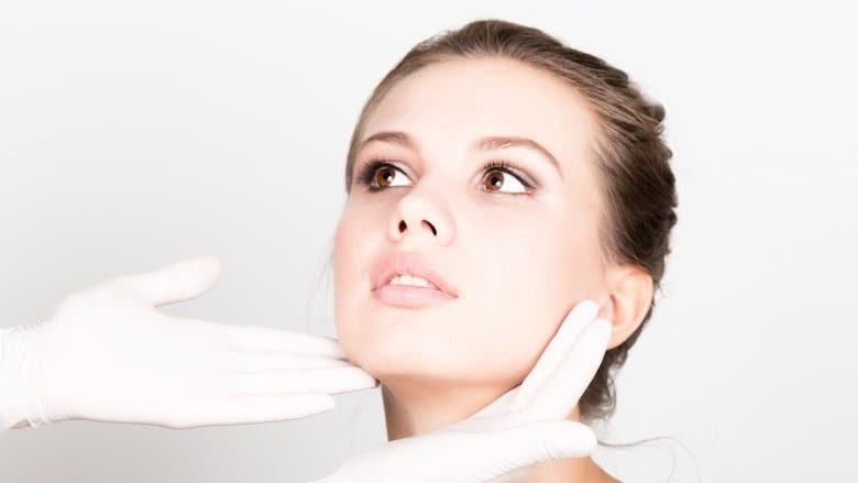 کارهایی که برای حفظ سلامت پوست نباید انجام داد: فراموش کردن متخصص پوست