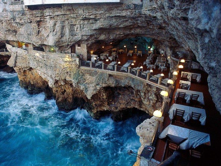 رستوران گروتا پالاززی در ایتالیا (Polignano a Mare )
