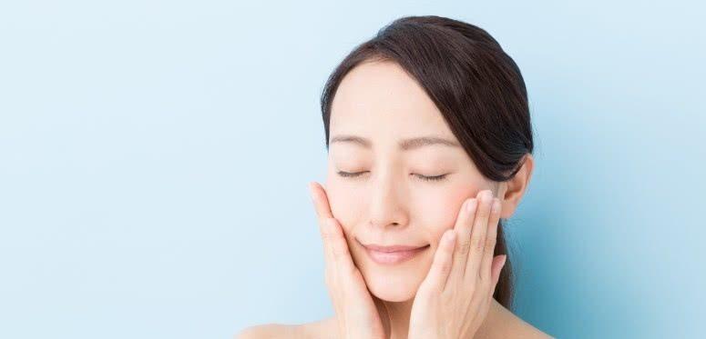کارهایی که برای حفظ سلامت پوست نباید انجام داد: دست زدن زیاد به پوست صورت