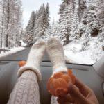 ژست عکس در برف داخل ماشین