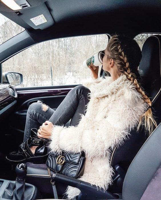 ژست عکس در برف در ماشین