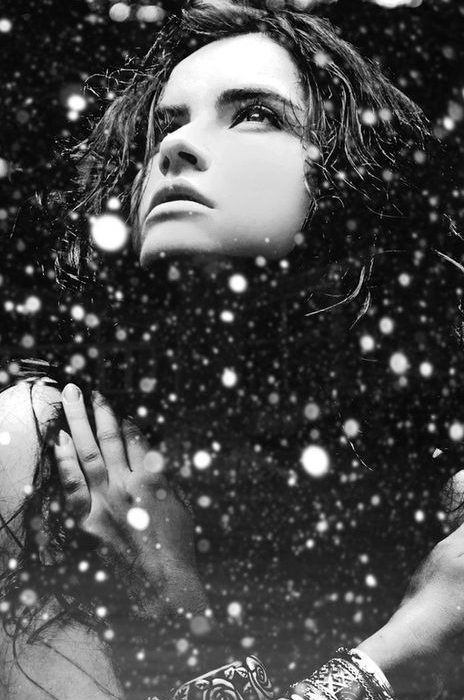 ژست عکس توی برف سیاه و سفید