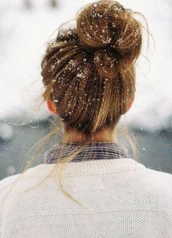 ژست عکس دخترانه در برف از پشت سر