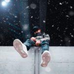 ژست عکس گرفتن در برف پسرونه