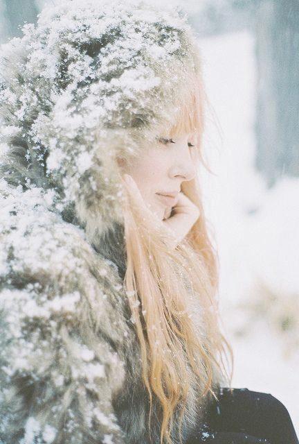 ژست عکس در برف نیم رخ