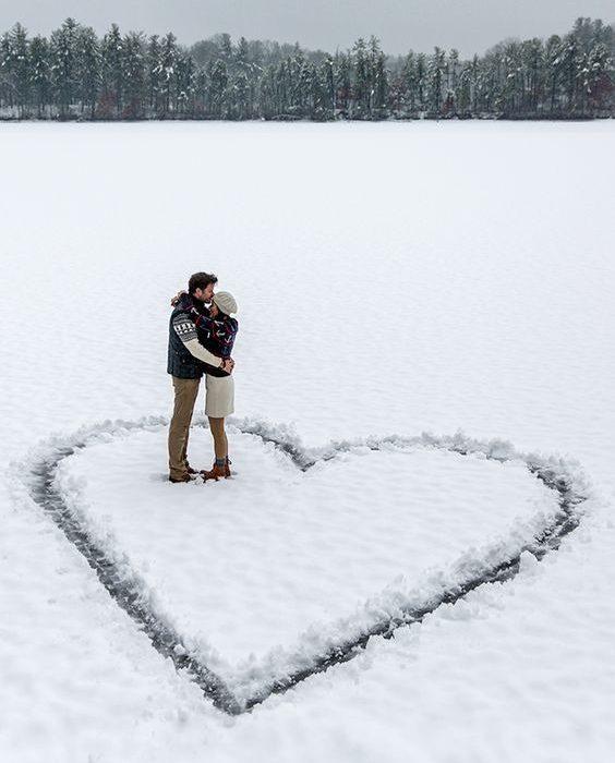 ژست عکس در برف دو نفره