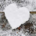 قلب برفی زیبا برای عکس برف عاشقانه برای پروفایل زمستانی