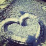 عکس قلب روی برف ها