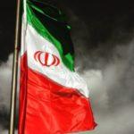 عکس پرچم ایران به اهتزاز درآمده