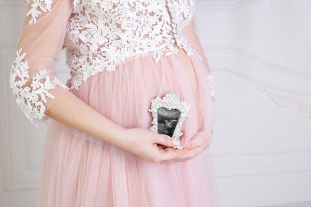 ژست عکس بارداری تکی در خانه