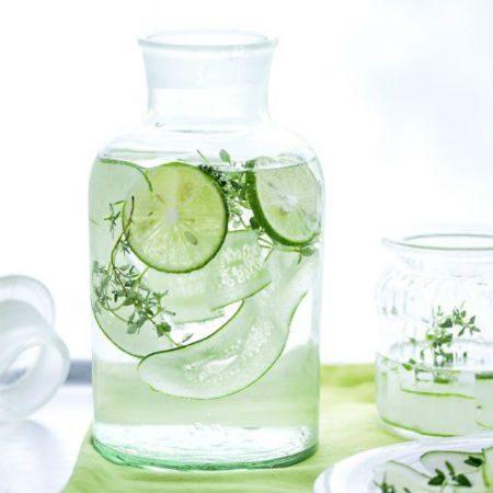 با استفاده از خیار، نعنا یا لیمو، به آب یخچال خود طعم دهید