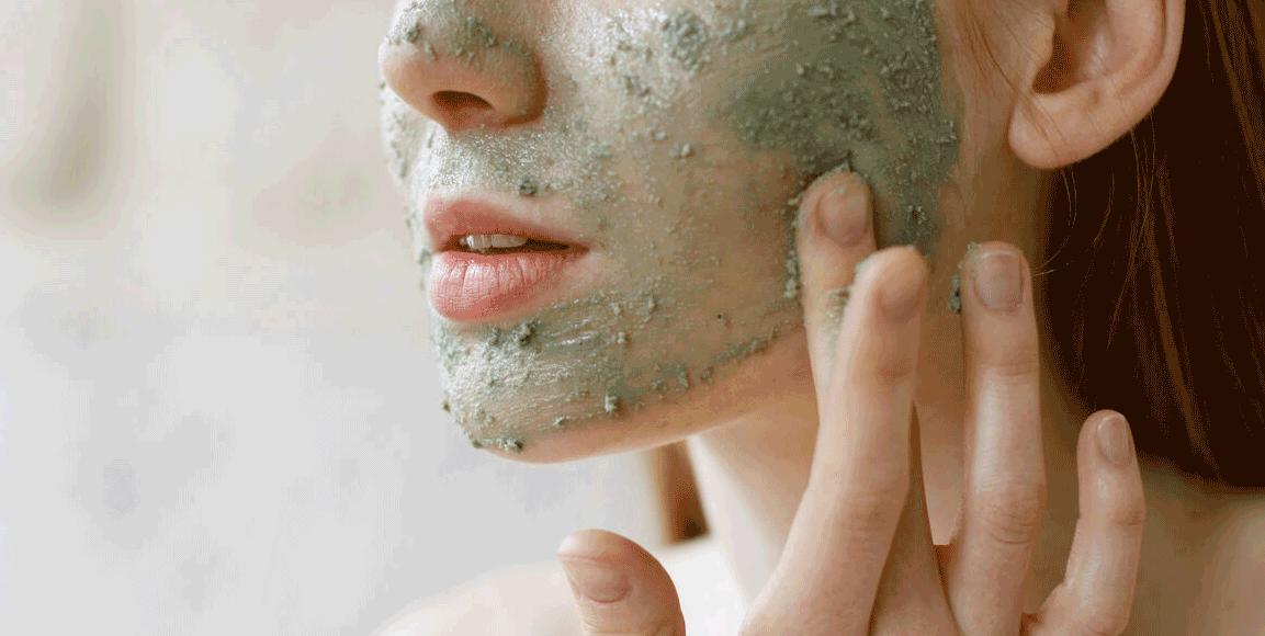 آبرسانی پوست صورت در خانه