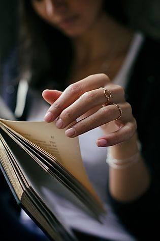چگونه با کتاب عکس بگیریم