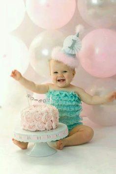 ژست عکس کودک با کیک