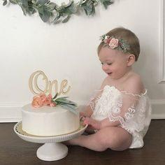 ژست عکس با کیک تولد
