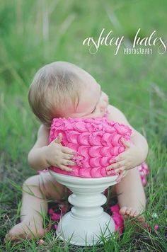 ژست عکس کودک تولد یک سالگی خاص
