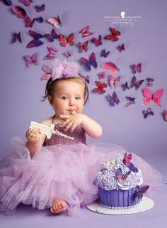 ژست زیبا عکس کودک با کیک تولد