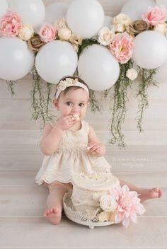 ژست عکس کودک تولد با فشفشه