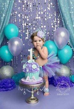 ژست زیبا عکس کودک با کیک