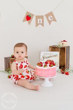 ژست عکس کودک تولد یک سالگی