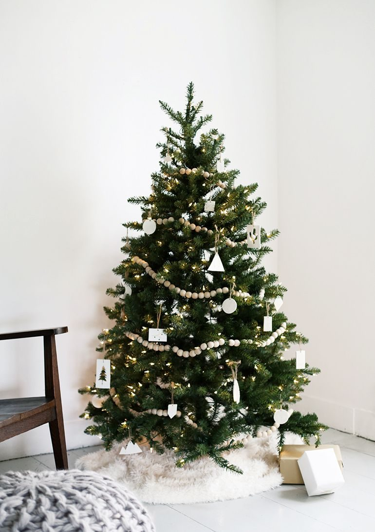 ساده ترین تزیین درخت کریسمس ۲۰۲۱