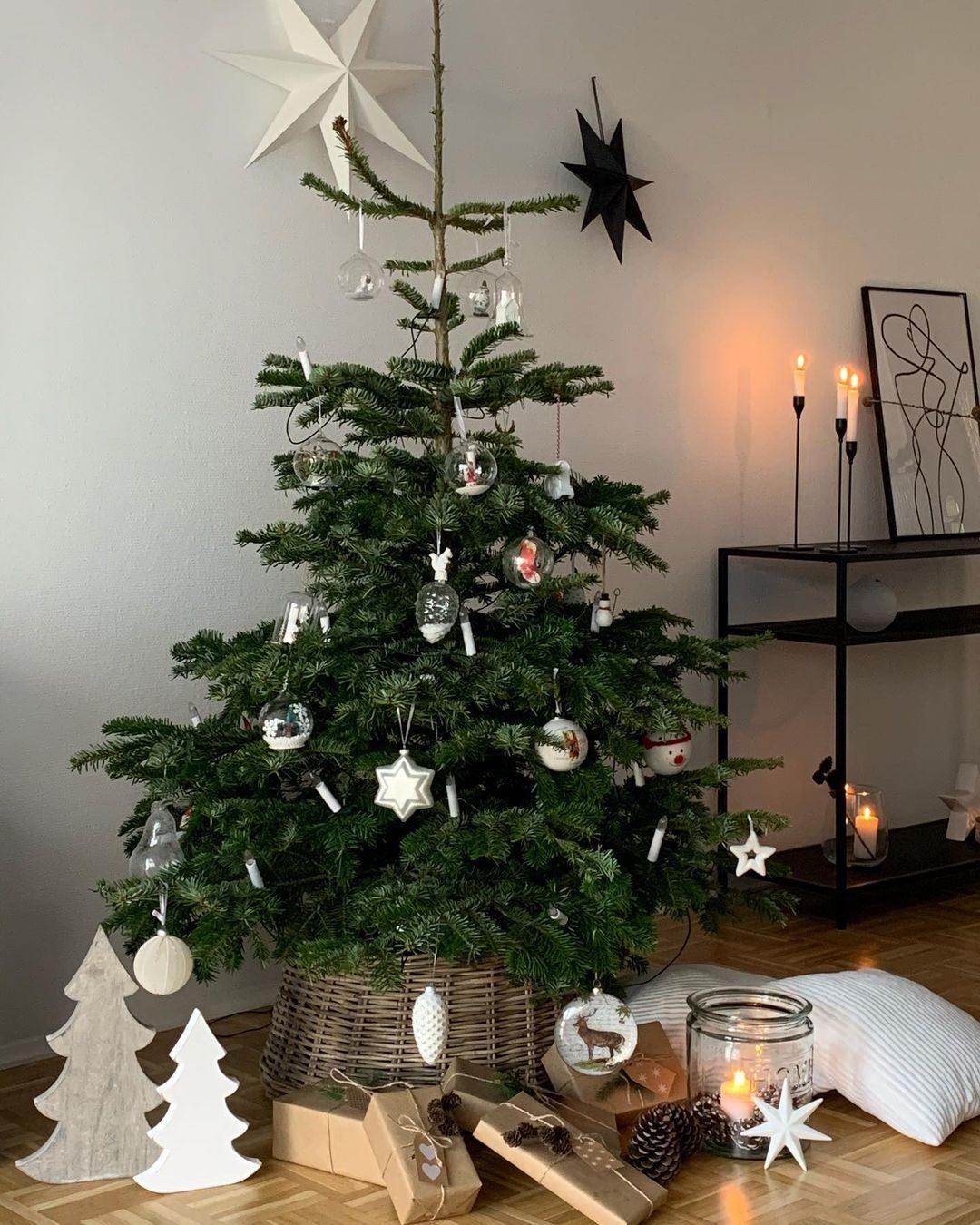 تزیین درخت کریسمس ساده و شیک