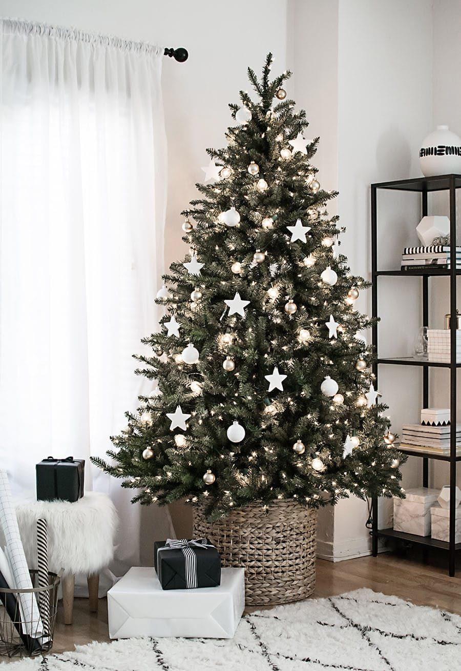 تزیین درخت ساده کریسمس در خانه