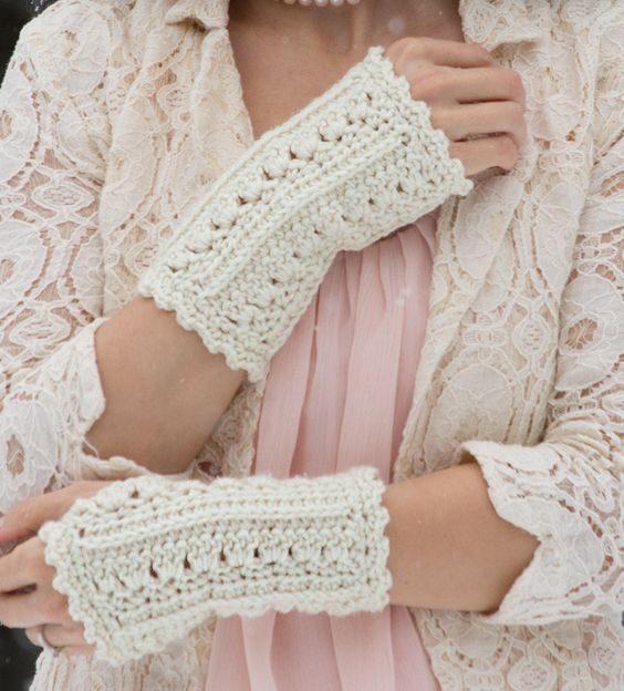 ساق دست دخترانه سفید بافتنی
