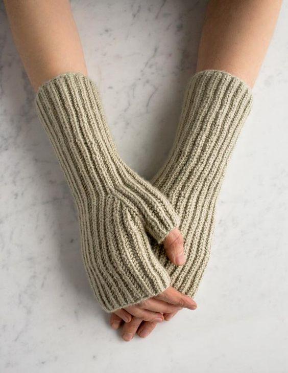 مدل ساق دست بافتنی دخترانه کرم