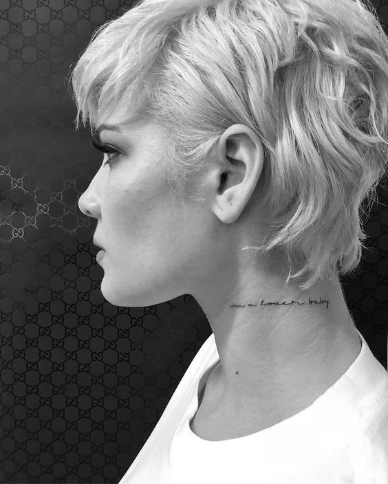 طرح تاتو روی گردن دخترانه