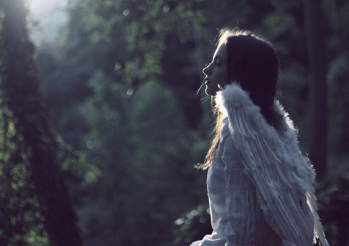 دختری با بال های فرشته