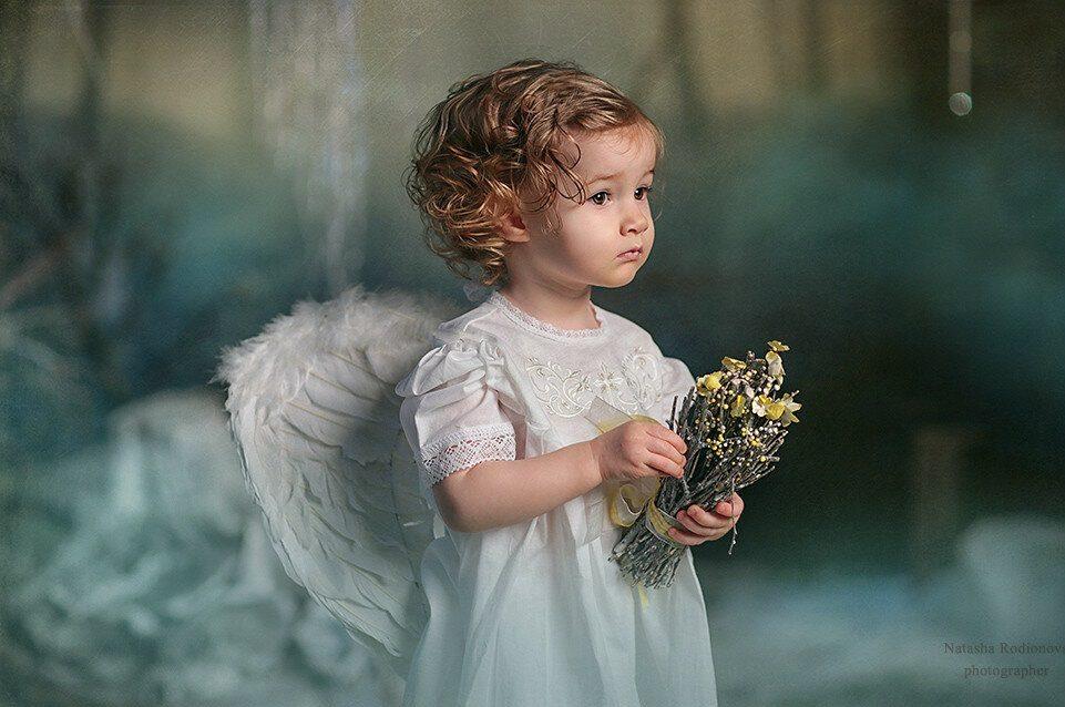 عکس دختر بچه با بال فرشته