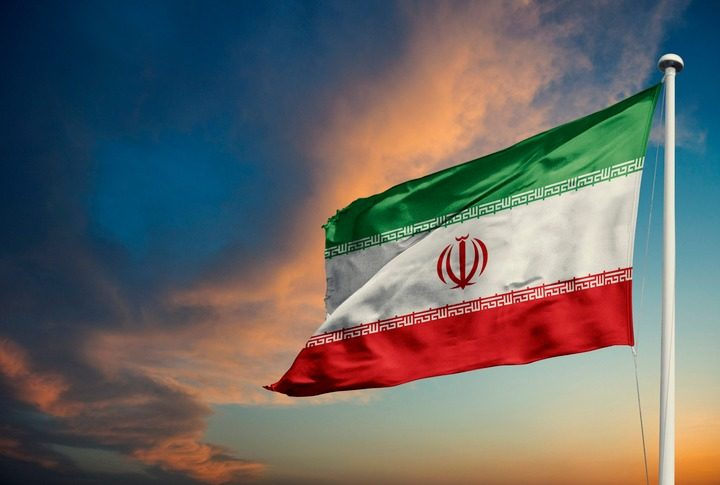 عکس پرچم ایران در آسمان با کیفیت بالا