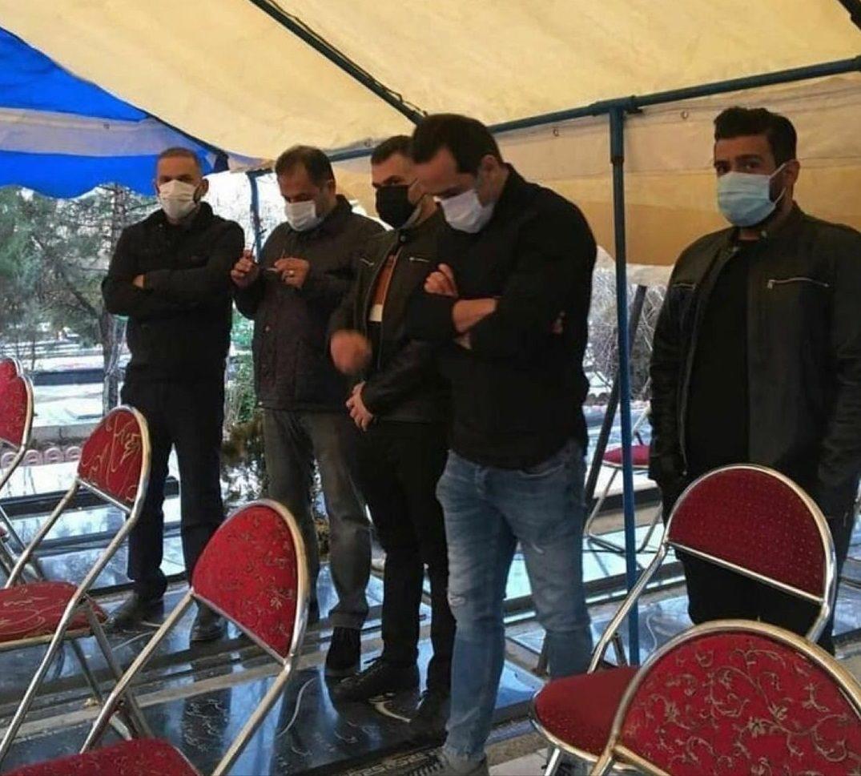 عکس علی کریمی در مراسم تدفین علی انصاریان